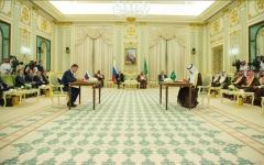 الصورة: الصورة: خادم الحرمين الشريفين والرئيس الروسي يشهدان توقيع ميثاق التعاون بين البلدين