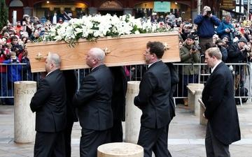 الصورة: الصورة: حديث الميت يحوّل جنازته إلى نوبة ضحك