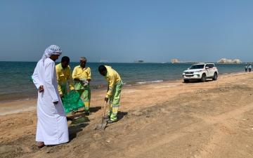 الصورة: الصورة: بلدية أم القيوين: شاطئ المدفق نظيف وخال من التلوث