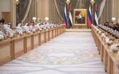الصورة: الصورة: محمد بن زايد والرئيس الروسي يترأسان اجتماعاً اقتصادياً بين مسؤولي البلدين