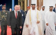 الصورة: الصورة: محمد بن زايد في مقدمة مودعي الرئيس الروسي في ختام زيارته للإمارات