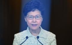 الصورة: الصورة: المعارضة تجبر رئيسة سلطات هونغ كونغ على مغادرة البرلمان