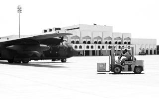 الصورة: الصورة: طائرات في سماء الخليج (3-3)
