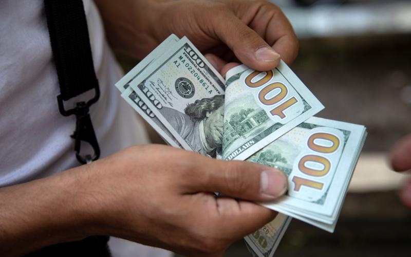 الصورة: الصورة: الدولار يلامس أدنى مستوى أمام الجنيه المصري في عامين