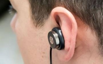 الصورة: الصورة: الطب يكشف معلومات صادمة عن استخدام سماعات الأذن