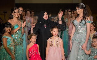 الصورة: الصورة: عارضات أزياء أطفال يبهرن زوار مهرجان جوائز الموضة العالمية بدبي