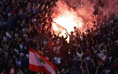 الصورة: الصورة: تظاهرات لبنان تزداد زخماً وترفض الحلول الترقيعية