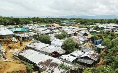 الصورة: الصورة: جزيرة معرضة للفيضانات مأوى لآلاف الروهينغا