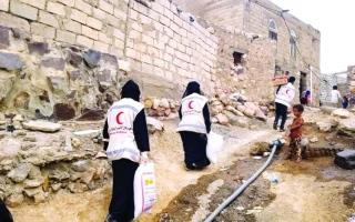 الصورة: الصورة: الهلال الأحمر الإماراتي يغيث مئات الأسر في الضالع