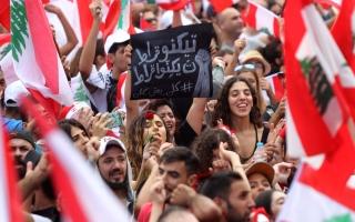 الصورة: الصورة: تظاهرات لبنان.. أغانٍ عدلت كلماتها لتتلاءم مع الحالة السياسية