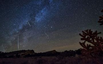 الصورة: الصورة: زخة من شهب الجباريات تشهدها الأرض هذه الليلة
