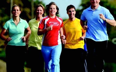 الصورة: الصورة: ممارسة الرياضة قبل الفطور تساعد في حرق الدهون