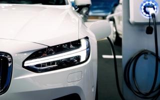 الصورة: الصورة: استطلاع «البيان الاقتصادي»: السيارات الهجينة ليست خياراً مستقبلياً