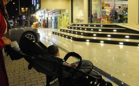 الصورة: الصورة: تعرف على مخاطر عربات الأطفال على أدمغة الرضع