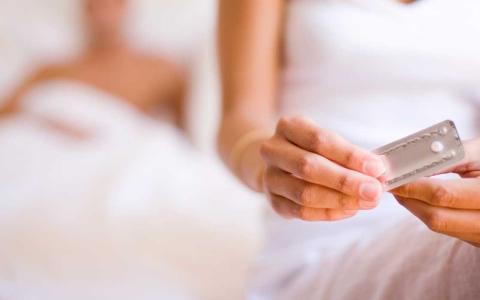 الصورة: الصورة: ما العلاقة بين حبوب منع الحمل والإصابة بالسرطان؟