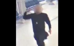 الصورة: الصورة: شاهد.. مسلح يقتحم مطار الكويت