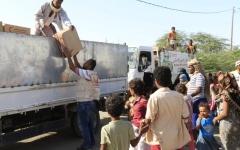 الصورة: الصورة: الإمارات تقدم مساعدات عاجلة لأهالي شبوة والمخا