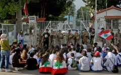الصورة: الصورة: الكهرباء والاتصالات والبنوك أبرز أسباب معاناة اللبنانيين