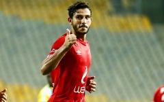 الصورة: الصورة: إصابة اللاعب المصري حمدي فتحي بقطع في غضروف الركبة