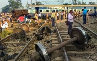 الصورة: الصورة: قتلى في تصادم قطارين في بنجلادش