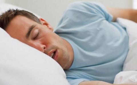 الصورة: الصورة: النوم العميق يهدئ الدماغ القلق