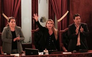 الصورة: الصورة: السيناتور جينين أنيز تعلن نفسها رئيسة لبوليفيا