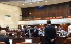 الصورة: الصورة: بالفيديو.. النواب العرب يحتجون على خطاب نتانياهو في «الكنيست» والأمن يطردهم