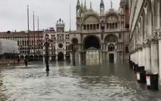 الصورة: الصورة: غضب في البندقية بعد فيضانات سببت خراباً