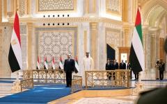 الصورة: الصورة: محمد بن زايد يستقبل الرئيس المصري