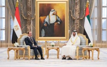 """الصورة: الصورة: محمد بن زايد يقلد الرئيس المصري """" وسام زايد"""""""