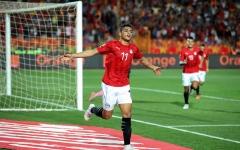 الصورة: الصورة: مصطفى محمد أفضل لاعب في مباراة مصر أمام الكاميرون