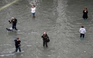 الصورة: الصورة: فينيسيا تغرق في أسوأ فيضانات منذ 50 عاماً