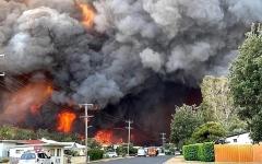 الصورة: الصورة: حرائق الغابات تستعر على طول الساحل الشرقي لأستراليا