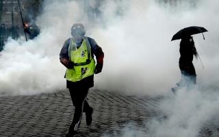 الصورة: الصورة: توتر في باريس بسبب متظاهري السترات الصفراء