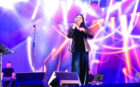 الصورة: الصورة: أصيل هميم تحيي أولى حفلاتها في القرية العالمية
