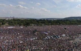 الصورة: الصورة: مظاهرة حاشدة في براغ تطالب بتنحي  الحكومة