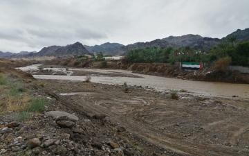 الصورة: الصورة: هطول غزير للأمطار وجريان وادي العبادلة بالفجيرة