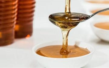 الصورة: الصورة: احذر ..تناول العسل بالملعقة ذاتها