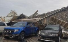 الصورة: الصورة: شرطة عجمان: سقوط سقف معرضي سيارات في عجمان ولا إصابات