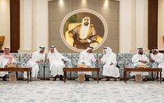 الصورة: الصورة: محمد بن زايد يتقبل التعازي في وفاة سلطان بن زايد