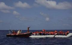 الصورة: الصورة: إنقاذ 120 مهاجراً سورياً من الموت غرقاً