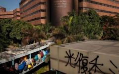 الصورة: الصورة: جامعة تتحول إلى حصن للمحتجين في هونغ كونغ