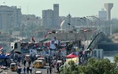 الصورة: الصورة: جسور بغداد في يد المحتجين.. وقتلى خلال المواجهات