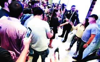 ستيف مادن يحتفل بالذكرى الثلاثين لعلامته في دبي