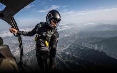 الصورة: الصورة: شاهد.. إماراتي يحقق الطيران البشري المستقل بنسبة %100 لأول مرة في 2020