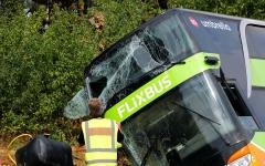 الصورة: الصورة: مقتل وإصابة 46 شخصاً بينهم أطفال في حادث حافلة