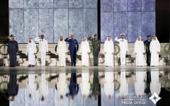 """الصورة: الصورة: محمد بن راشد ومحمد بن زايد والحكام يشهدون مراسم """"يوم الشهيد"""""""