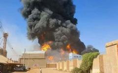 الصورة: الصورة: 26 قتيلا إثر حريق في مصنع في الخرطوم