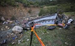 الصورة: الصورة: ارتفاع ضحايا حادث الحافلة في تونس إلى 27 قتيلاً