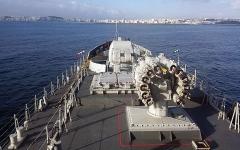 الصورة: الصورة: بارجة هندية تطرد سفينة صينية في المحيط